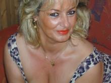 Nadine femme cougar lesbienne d'Arles
