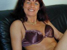 Sucé par une femme cougar de Montauban
